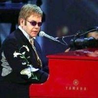 Элтон Джон пригласил Дмитрия Медведева на свой концерт