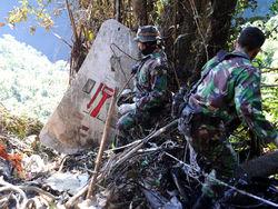 """В Индонезии обнаружены """"черные ящики"""" разбившегося российского лайнера SuperJet-100"""