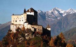 Жители швейцарской глубинки скинулись на покупку древнего замка