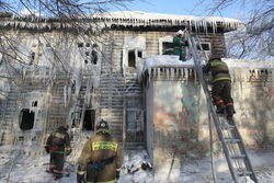Жильцов сгоревшего дома разместили в Чрезвычайном жилищном фонде Уфы