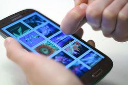 """Сенсорные экраны """"научились"""" отличать пальцы от ногтей"""