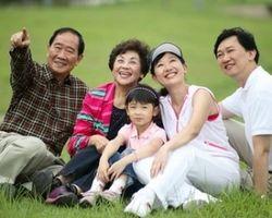 Китайцев обязали посещать престарелых родителей и родственников