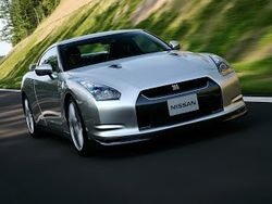 """Nissan GT-R внедрит """"робота"""" в собственную коробку передач"""