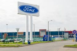 Ford введет режим работы в одну смену и сократит около 700 сотрудников