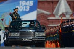 Сергей Шойгу проверяет войска, которые 9 мая в Москве примут участие в Параде