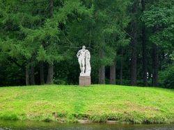 В Петербурге установили копии скульптур Флоры и Геракла Фарнезских