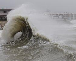 """На юге Японии объявлена эвакуация из-за приближающегося тайфуна """"Ногури"""""""