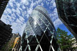 Лондонский небоскреб «Огурец» выставлен на продажу. Стоимость его составляет £650 млн