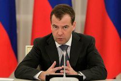 """Медведев: """"России не будут вводить ограничения на продажу валюты"""""""