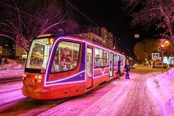 По Уфе начал курсировать новогодний трамвай