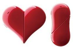 Компания Ymobile разработала телефон в форме сердца