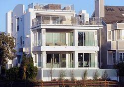 Жан-Клод Ван Дамм за $10 млн выставил на продажу дом в Лос-Анджелесе