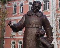 В Воронеже установили первый в мире памятник поэту и драматургу Самуилу Маршаку