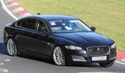 На дорогах замечен длиннобазный вариант новой генерации Jaguar XF