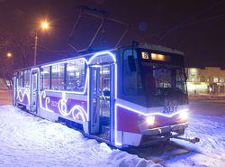 По Уфе начали курсировать новогодние трамваи