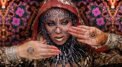 Beyoncé в клипе Coldplay