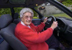 перстарелый водитель