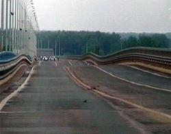 """""""Танцующий"""" мост в Волгограде укрепили противовесами"""